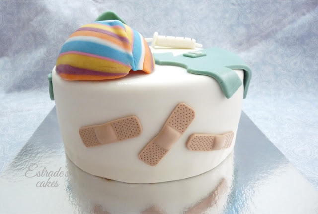 tarta con fondant para enfermera de quirofano - 04