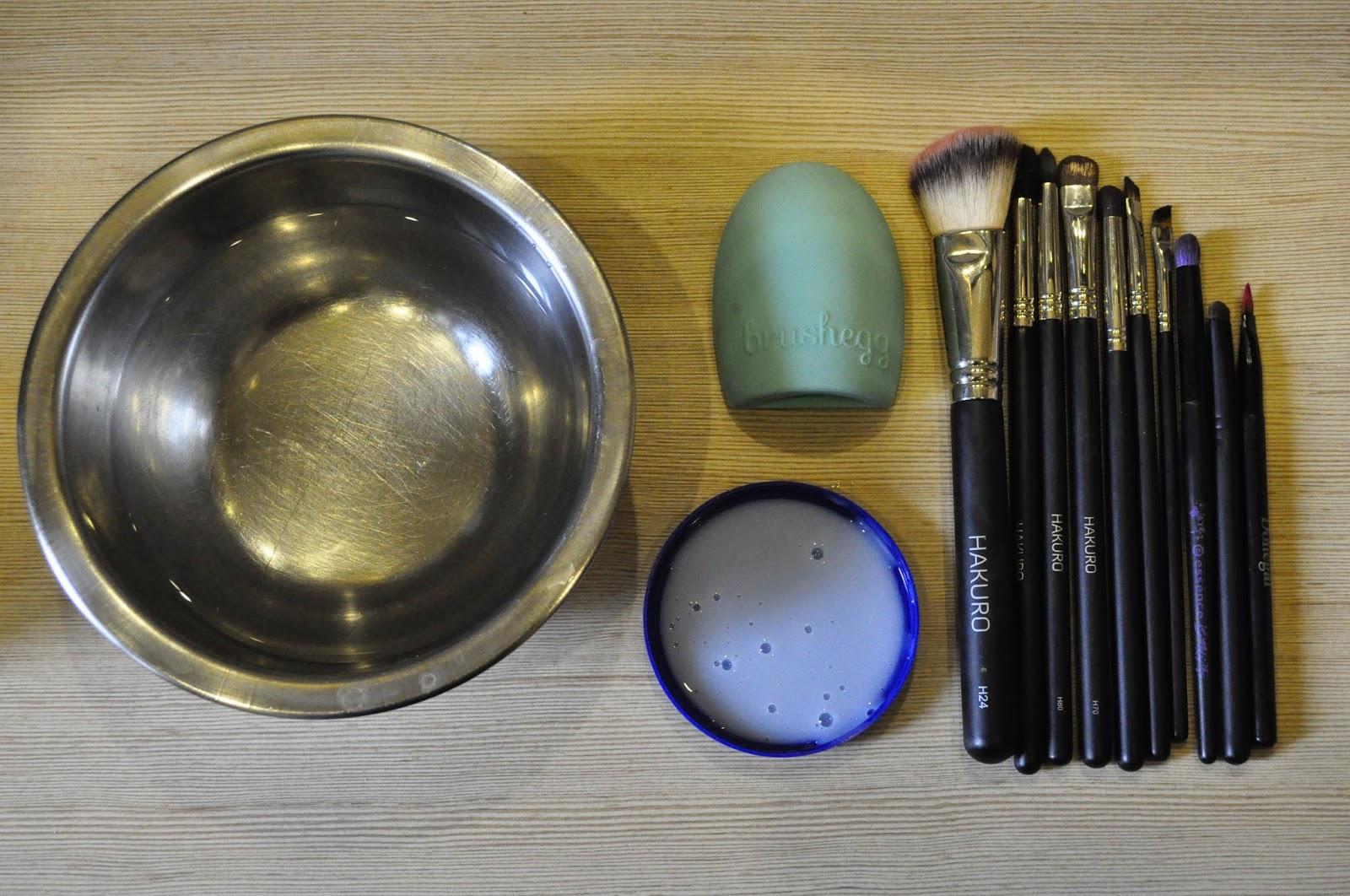 Myju, myju czyli jak Chmielova czyści pędzle