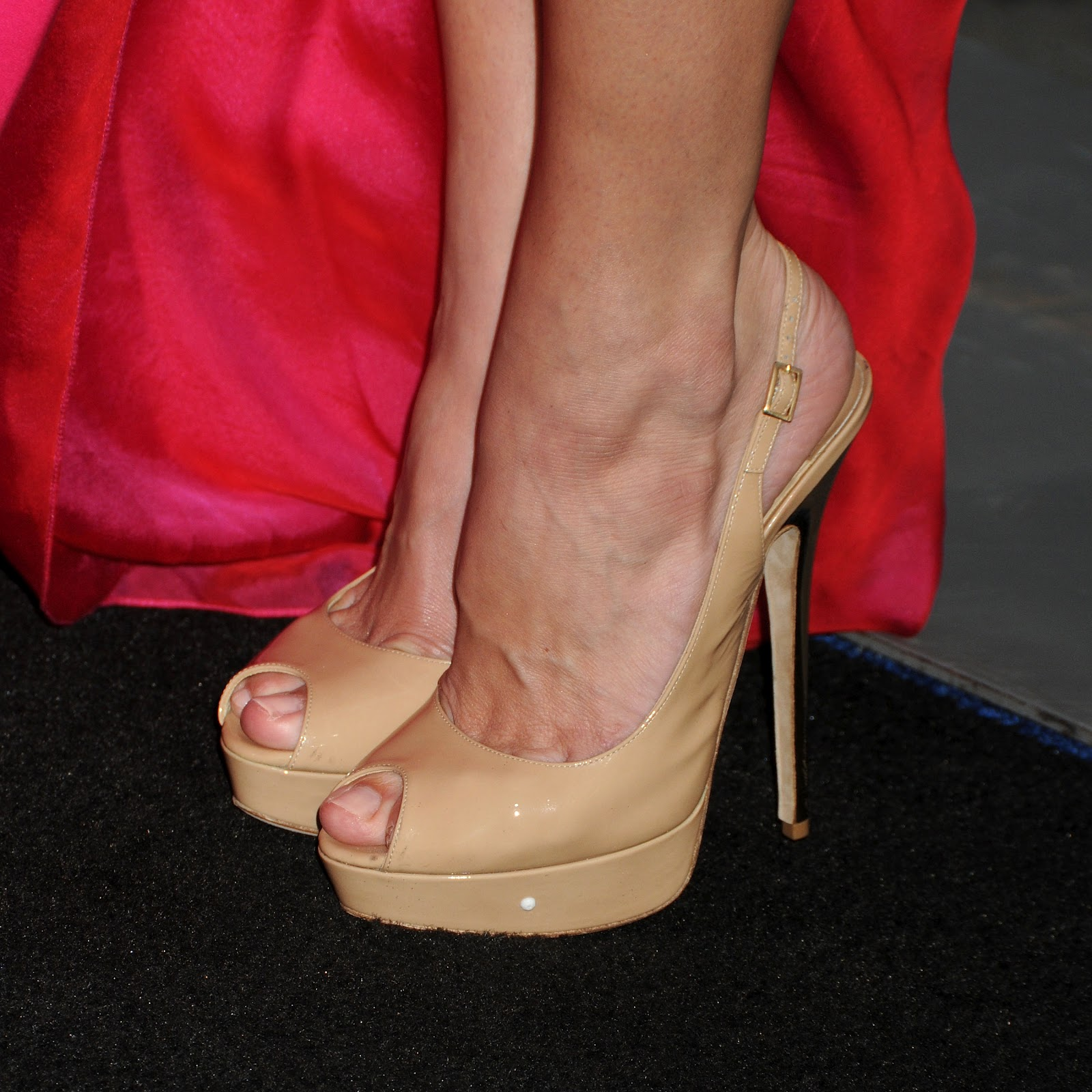 http://1.bp.blogspot.com/-dTv9EmGimnQ/UG2UFMqf4WI/AAAAAAAAFII/gQu9GLO1-z0/s1600/Ashley-Greene-Feet-778847.jpg