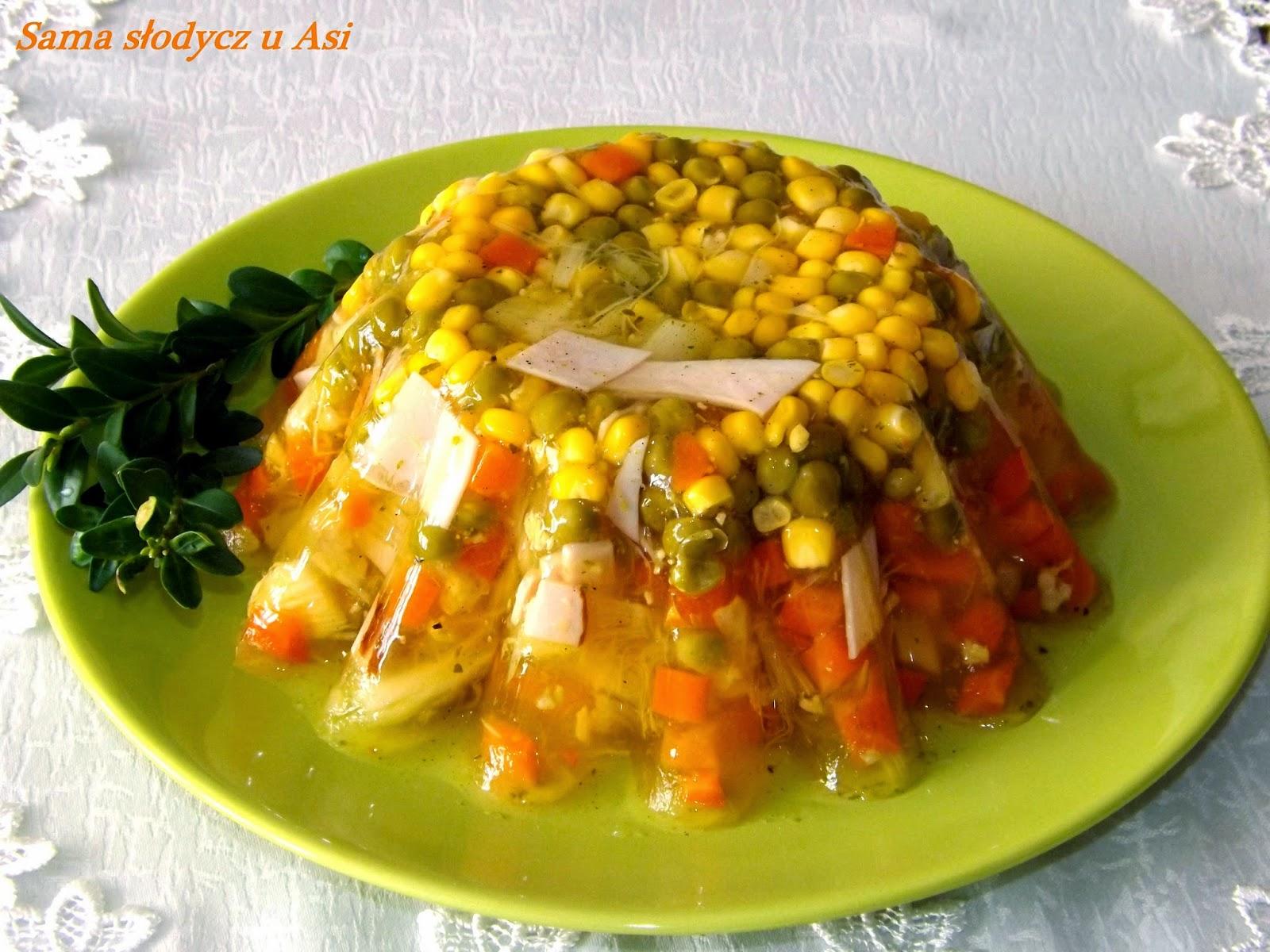 Galaretka warzywna ze szparagami i szynką