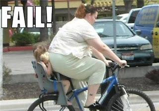 niño aplastado por gorda