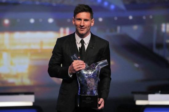 Messi bateu seu companheiro Luis Suárez, do Barcelona e Cristiano Ronaldo, do Real Madrid, para ficar com o prêmio de melhor jogador da Europa