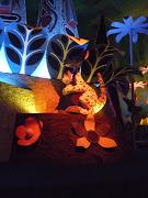 Its a kangaroo with a joey (tokyo disneyland )