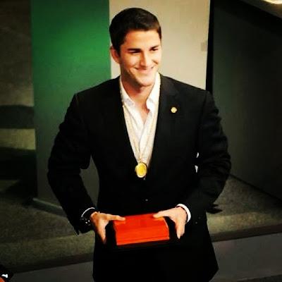 Hiram Mier gana El Reconocimiento al Merito Civil 2013