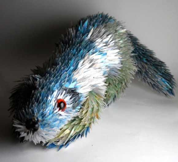 The Creation has no limits: Amazing sculptures Out of broken CD`S