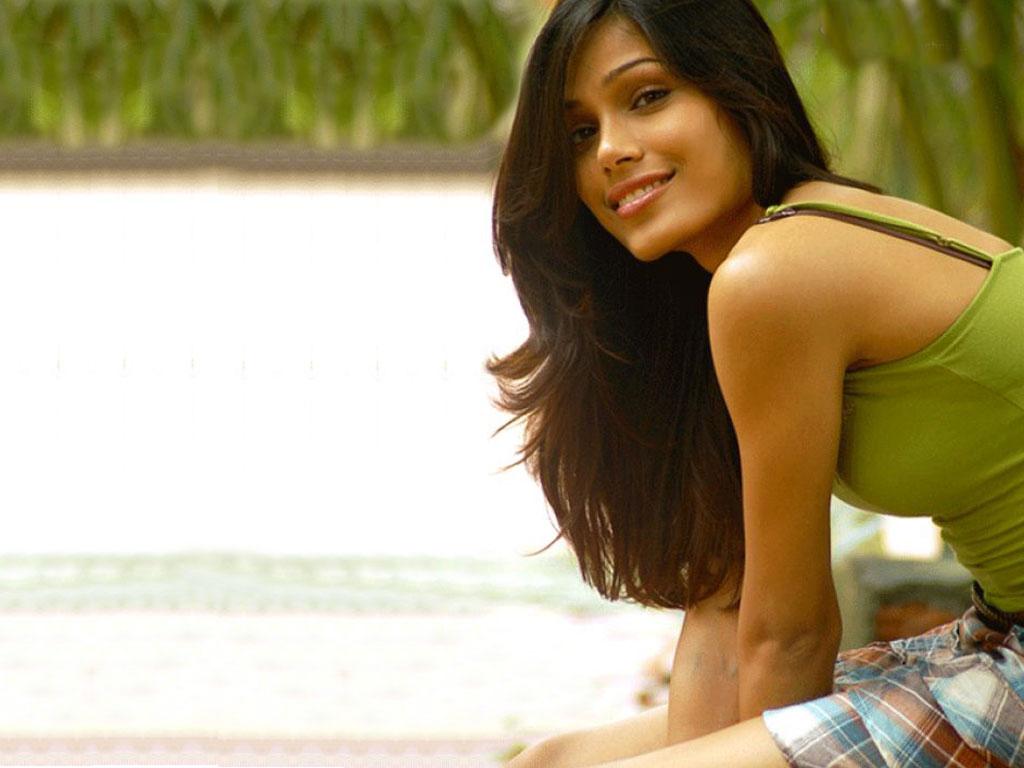 http://1.bp.blogspot.com/-dUqj-lq6FWU/Tuqtd5TZTfI/AAAAAAAAKo4/T6l4wfH7or4/s1600/freida-pinto-hot-photo.jpg