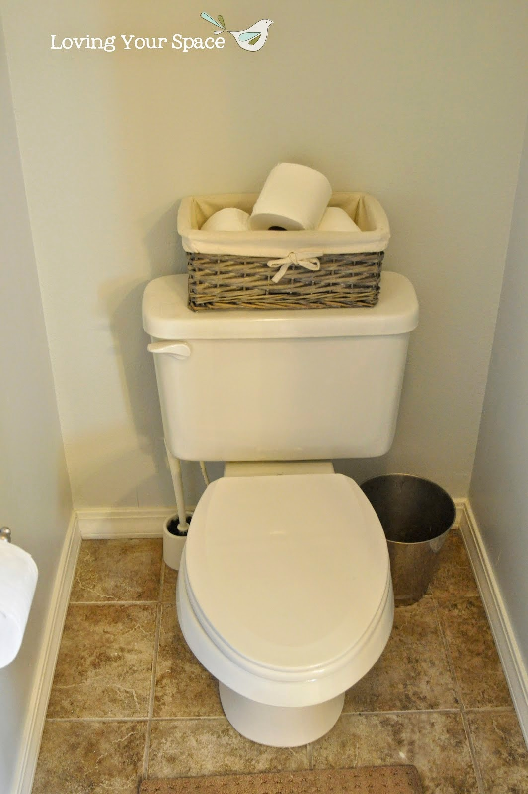 Inodoro Baño Pequeno:Aprovecha el inodoro como espacio de almacenaje para un baño pequeño