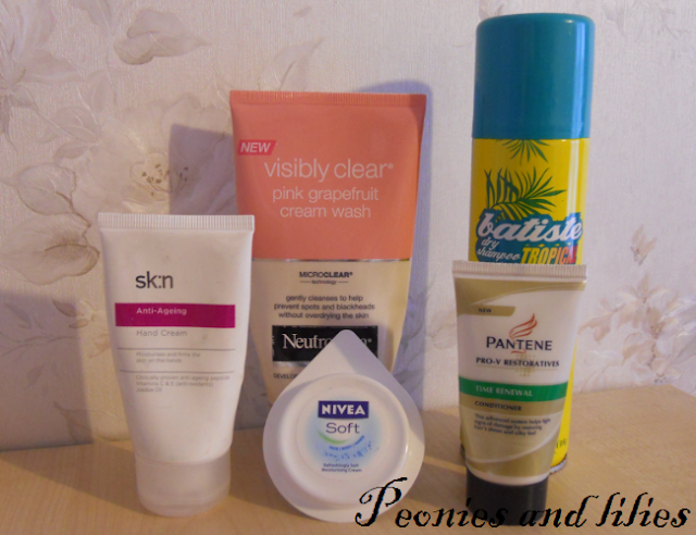 Project bathroom, empties, Batiste dry shampoo, Neutrogena pink grapefruit cream wash, Sk:n hand cream,