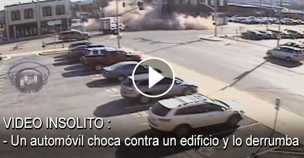 VIDEO INSOLITO - Un automóvil choca contra un edificio y lo derrumba
