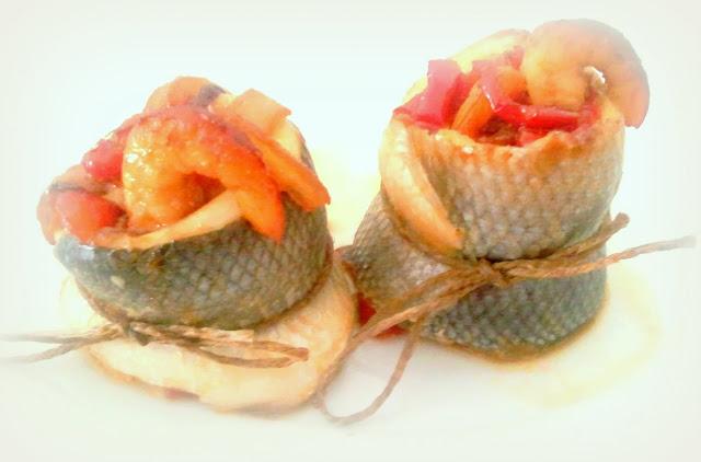 Lubina Rellena Con Langostinos, Cebolla Y Pimientos Caramelizados