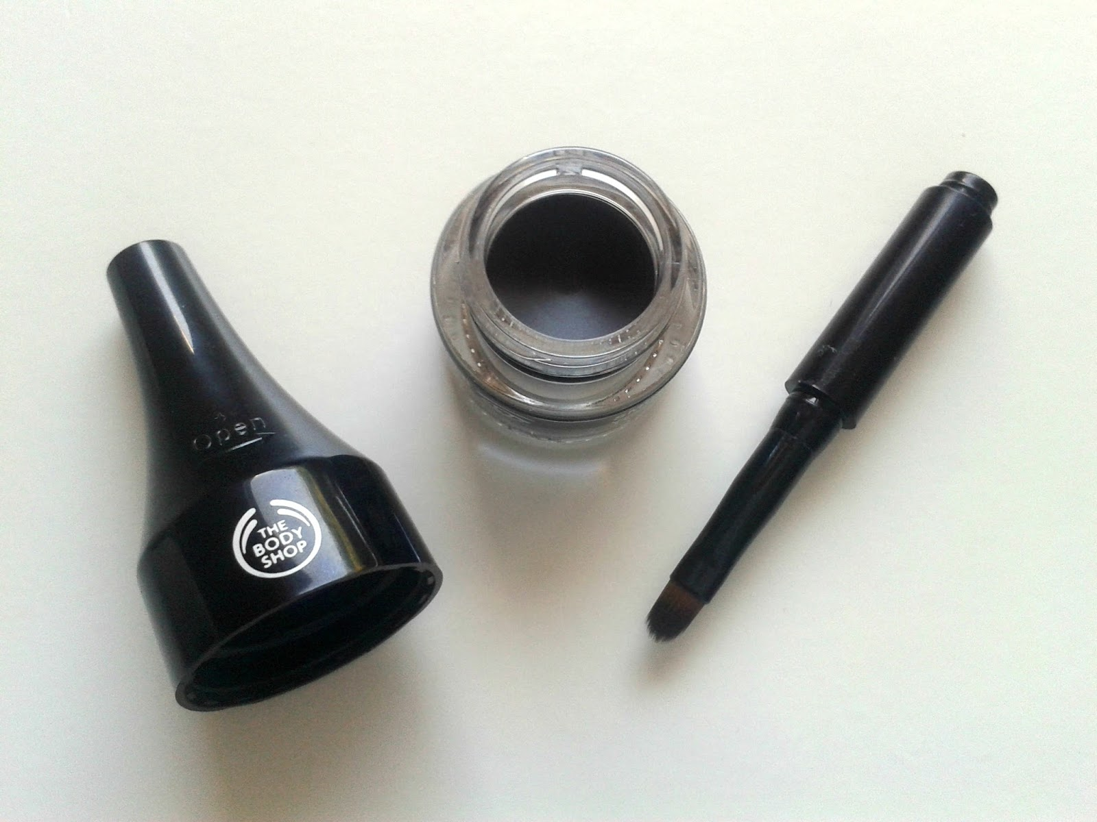The Body Shop Smoky 2 in 1 Gel Liner Eyes And Brows Black Beauty Review Product
