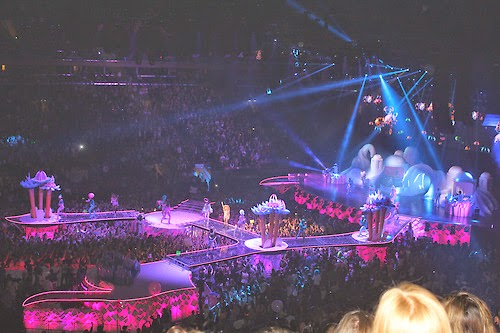 artRAVE - The ARTPOP Ball