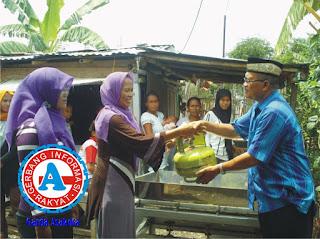 DKP Kota Bima Serahkan Bantuan Alat Perebusan Garam