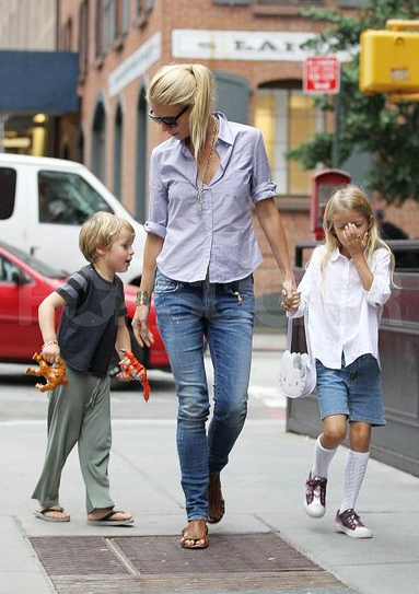 Women I Admire - Gwyneth and kiddies, cute