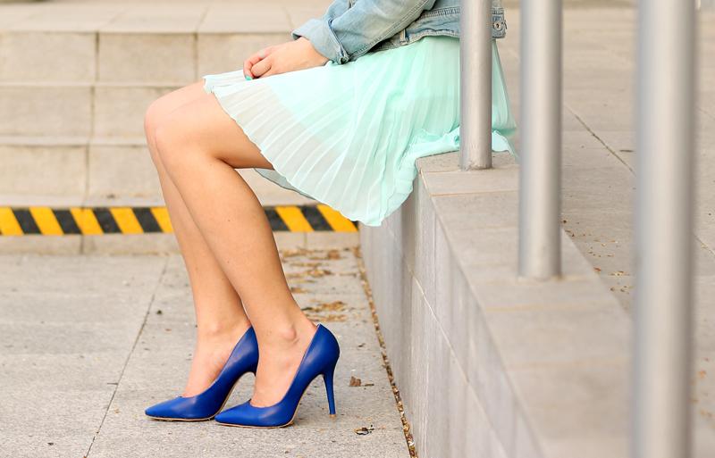 niebieskie szpilki buty na obcasie szpic