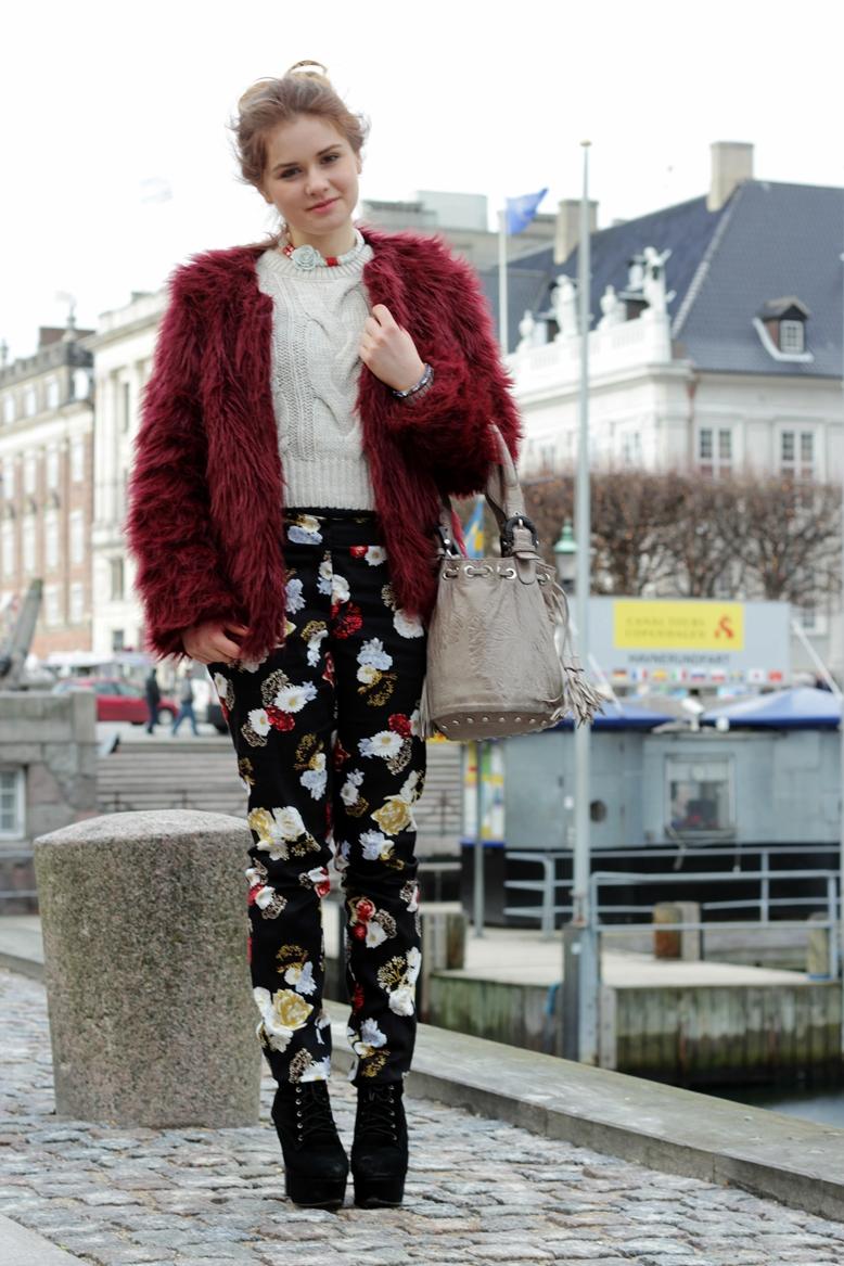 kopenhagen hafen, blogger, new look faux fur coat, fake fur coat new look burgundy, miss real burgundy fake fur