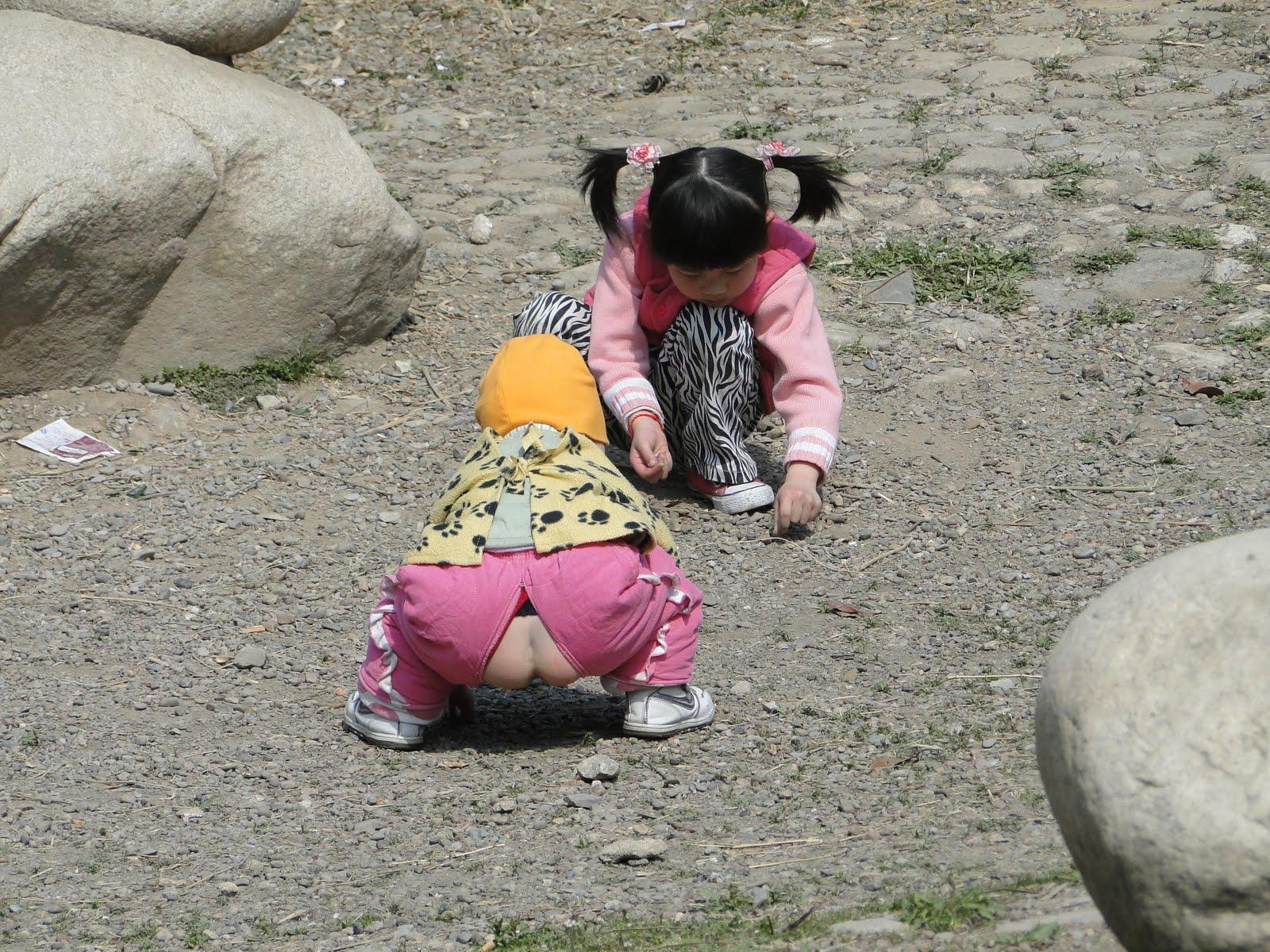 Совсем маленькая девочка голая 12 фотография