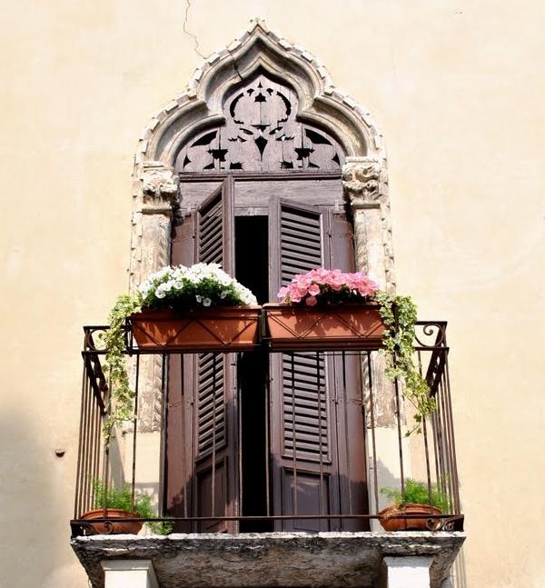 Romantic and Beautiful Balcony 8