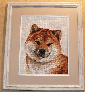 вышитая собака-улыбака
