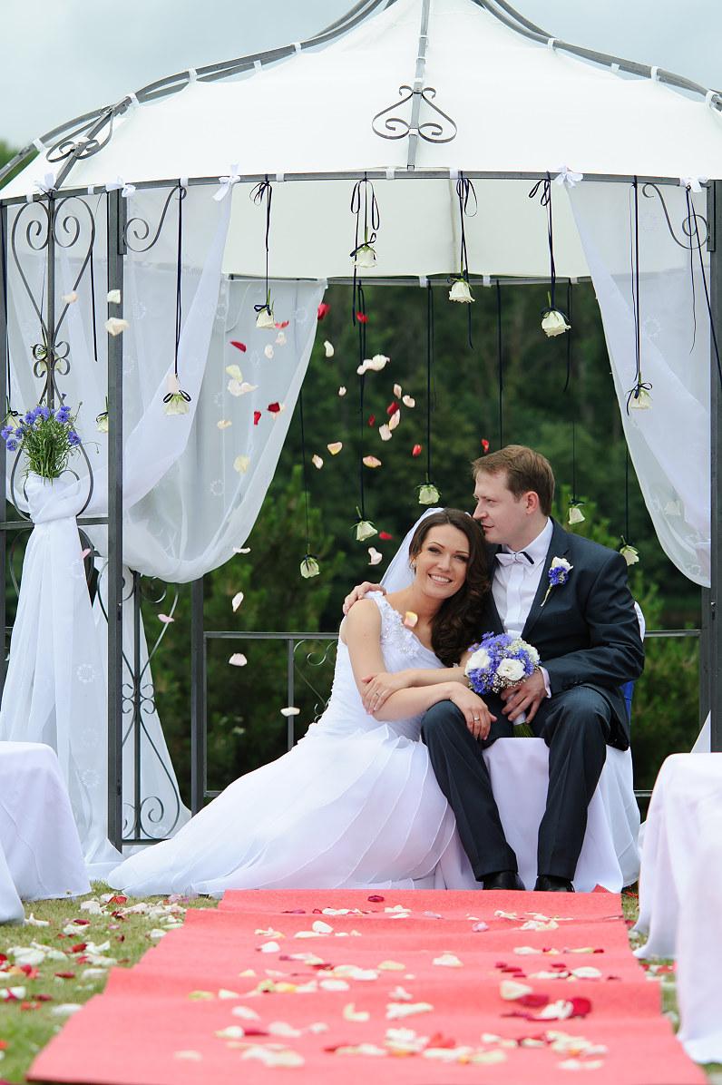 vestuvių ceremonija lauke