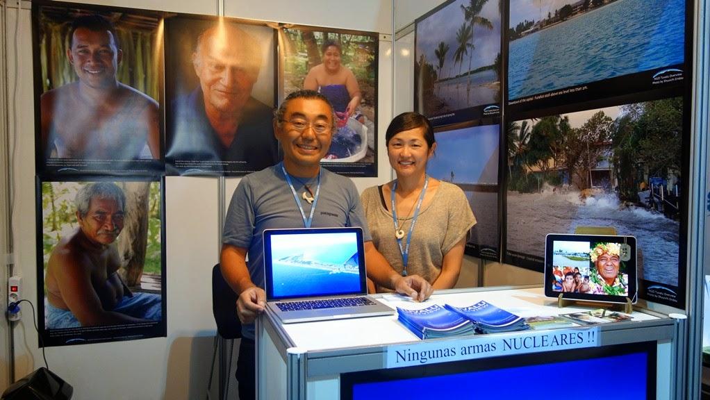 圖:Tuvalu Overview 的遠藤秀一夫婦,展示的攝影作品全部出自遠藤之手。
