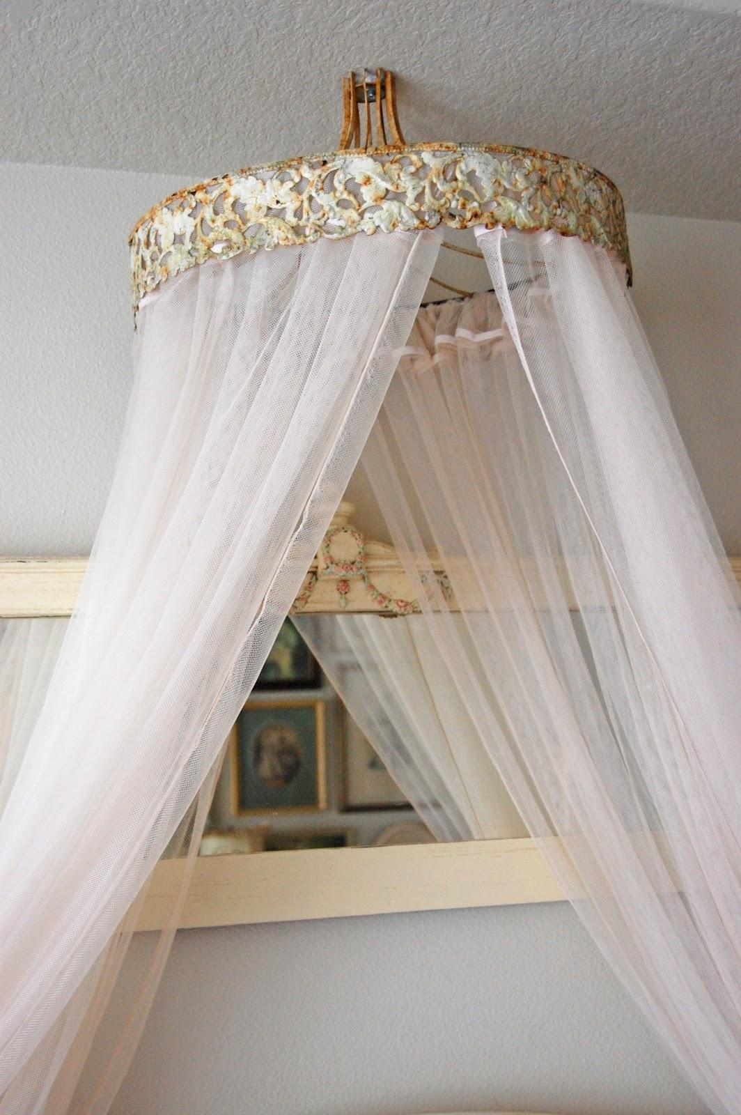 maison douce a romantic ciel de lit. Black Bedroom Furniture Sets. Home Design Ideas