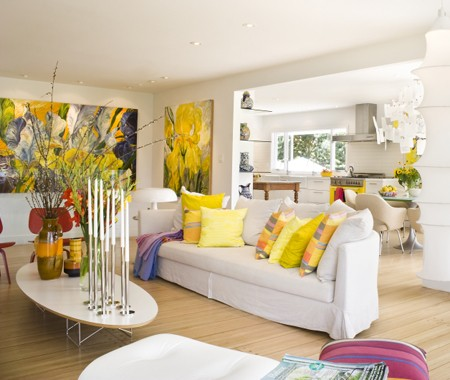 Wicked weird bright bobbie burgers colour for Bright living room decorating ideas