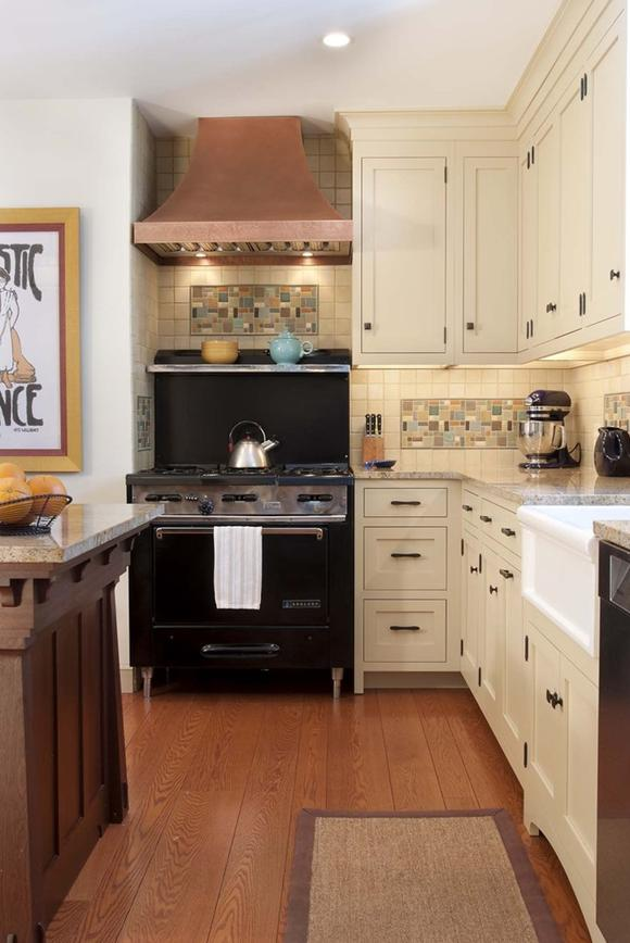 Delorme designs white craftsman style kitchens for Kitchen design houzz