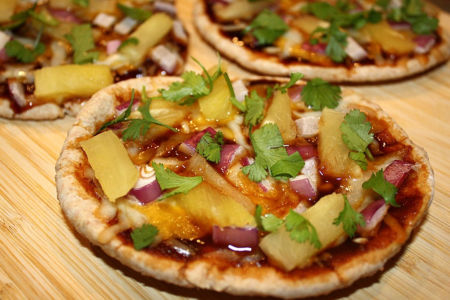 The Garden Grazer: Hawaiian Pita Pizzas