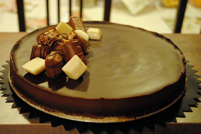 Čokoládová torta s čokoládovou polevou zo smotany