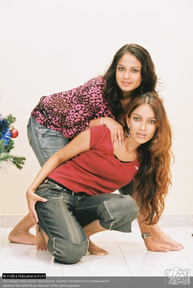 SL Hot Actress Pics: Nirosha and irosha wide