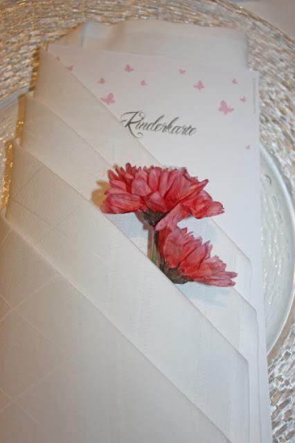 Servietten-Taschen mit Blüte und Menükarten - Hochzeit am Riessersee in Garmisch