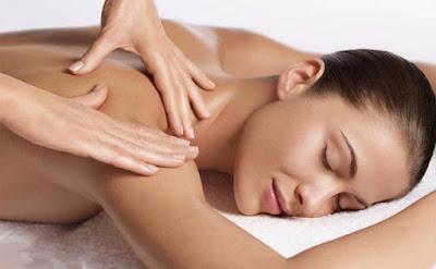 Huong dan cham soc da lung bang cach massage