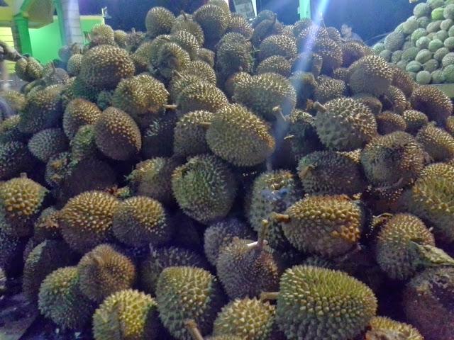 Tips Memilih Durian Yang Enak
