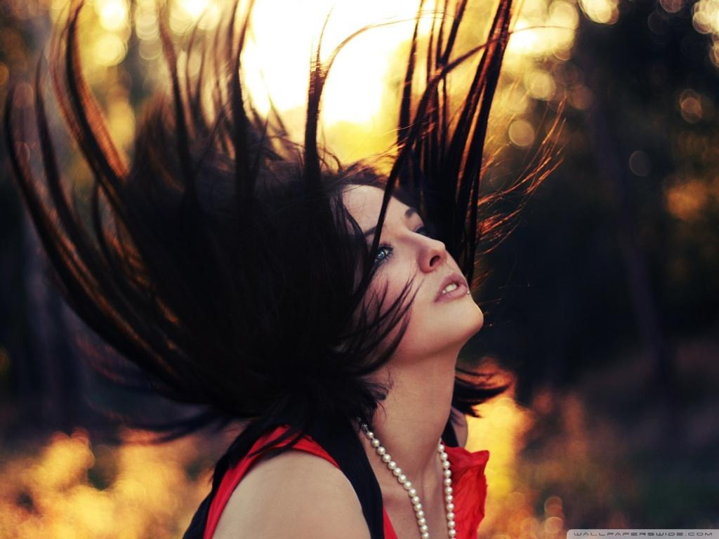 http://1.bp.blogspot.com/-dXy4eRKmUlA/UIX2kW5dFGI/AAAAAAAAFwE/caFOZ2-BCT4/s1600/girl_sunset_bokeh-wallpaper-1024x768.jpg