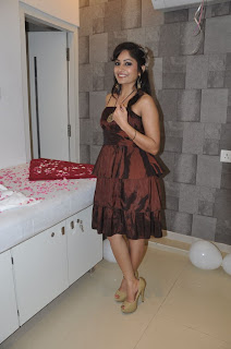 Madhavi Latha Pictures at Naturals Salon Launch  0007.jpg