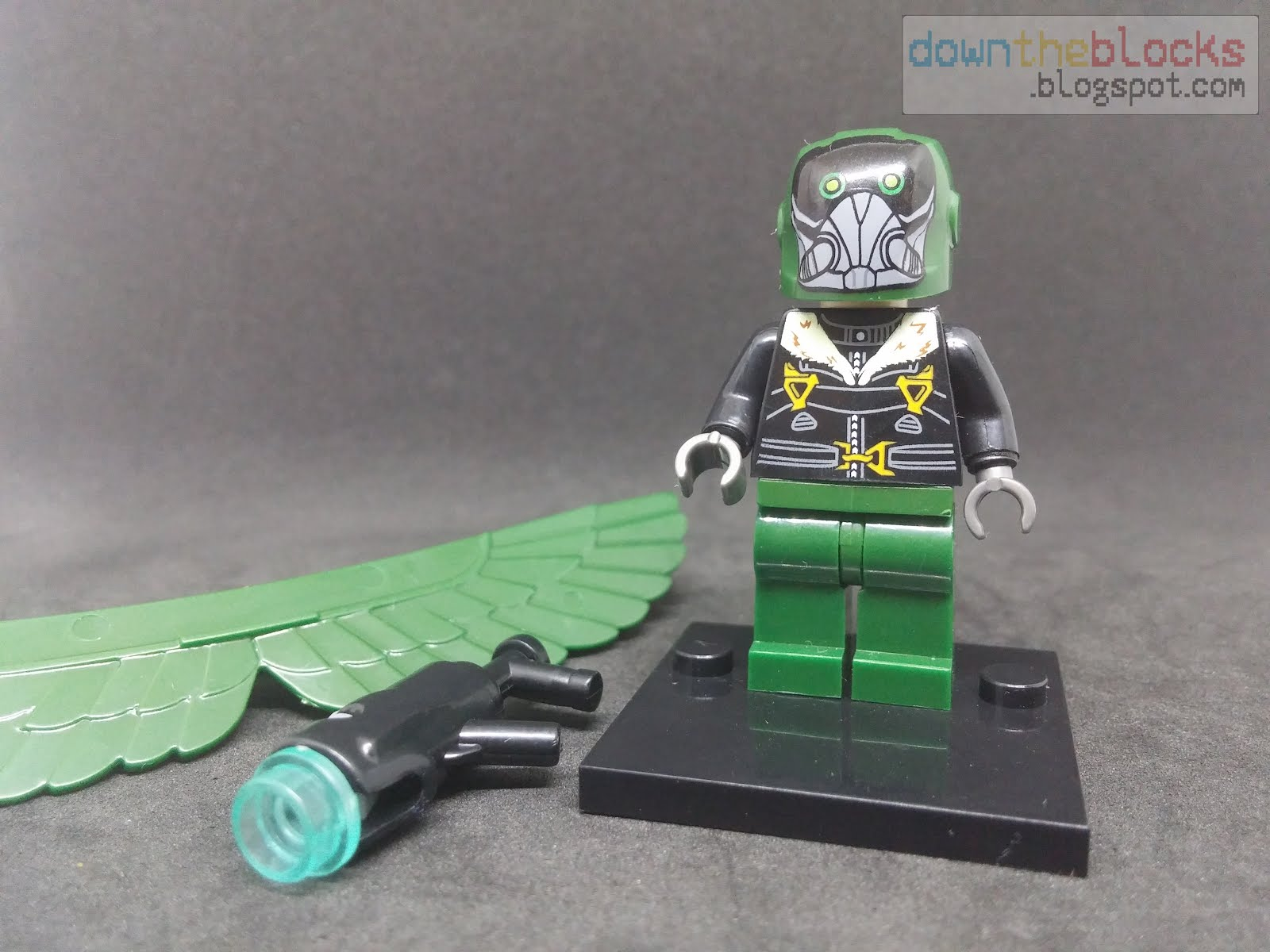 downtheblocks xinh 676 vulture minifig with moc wings