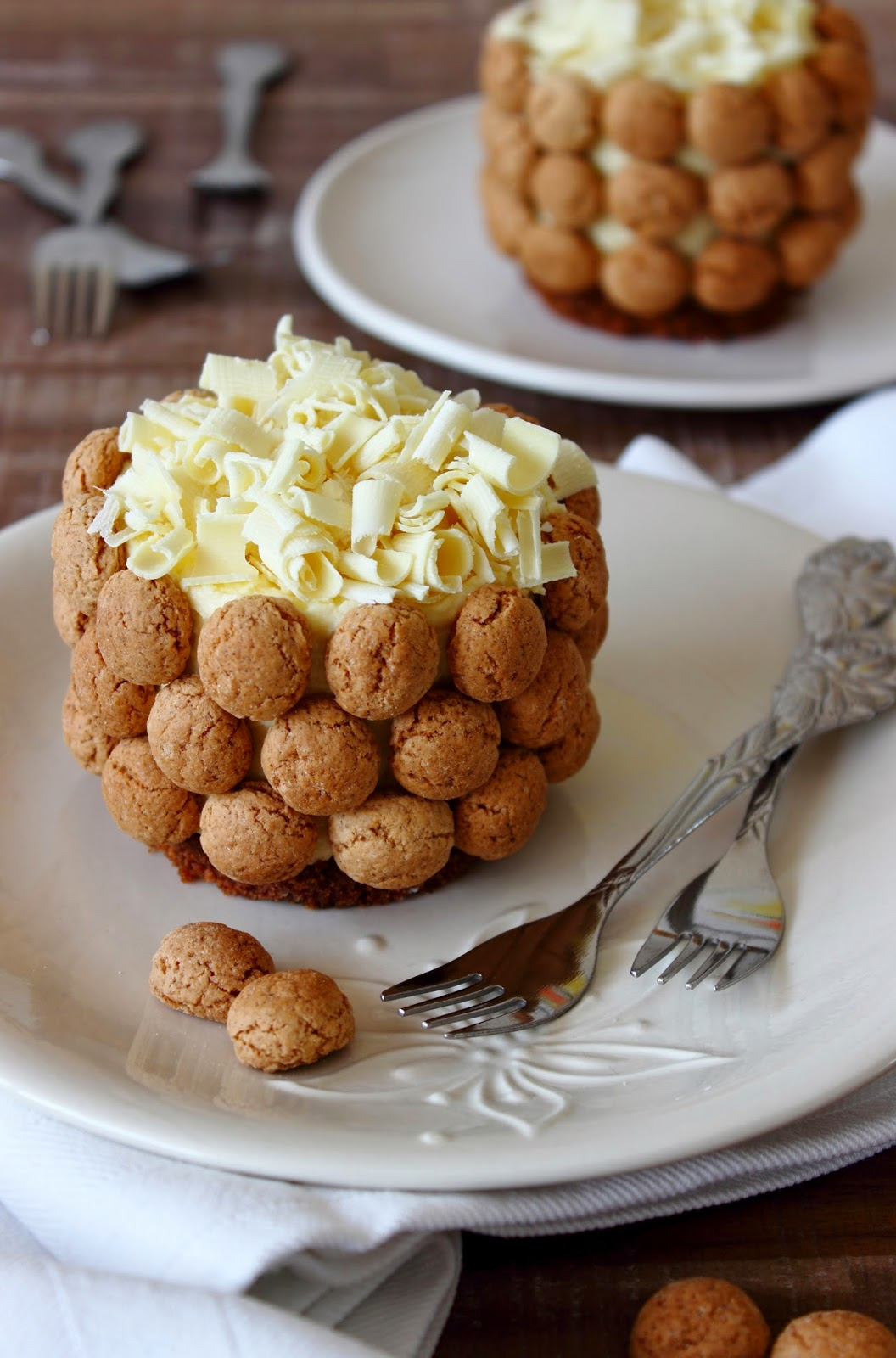 Witte chocoladetaartjes met kruidnoten