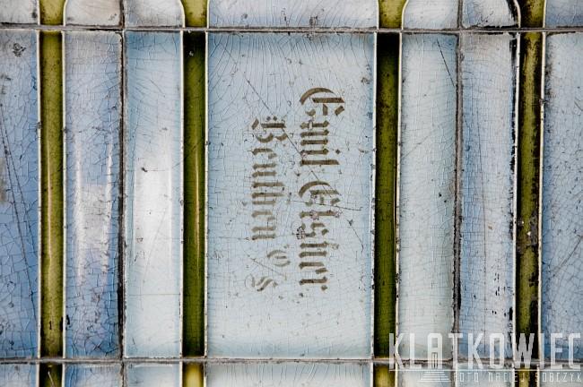 Zabrze. Klatka schodowa w kamienicy z zabytkowymi kafli z wytwórni Emila Elsnera w Bytomiu.