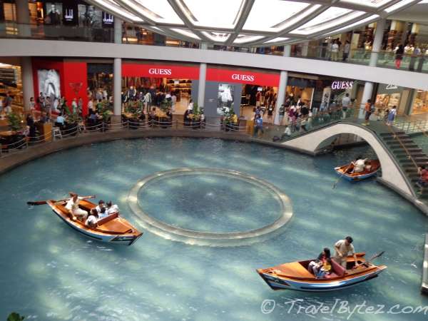 Sampan Rides – The Shoppes at Marina Bay Sands Singapore