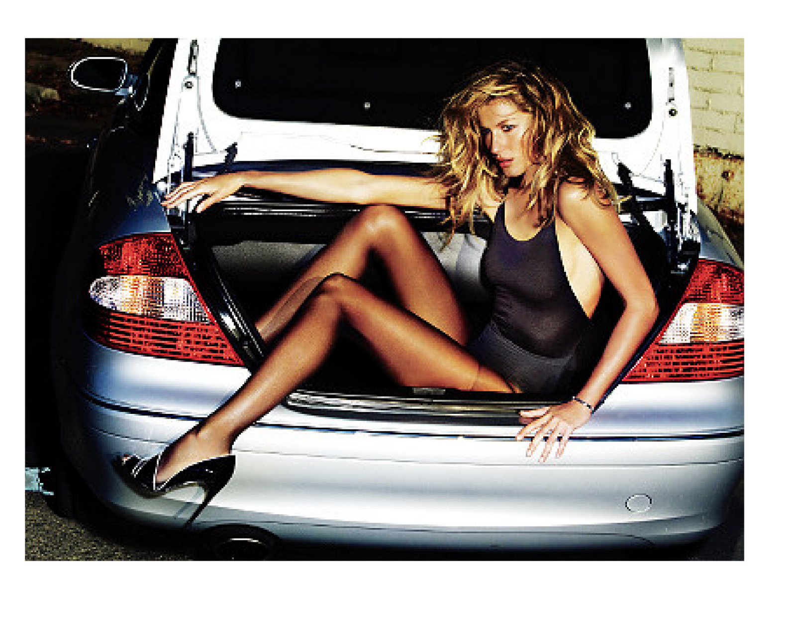 kate+moss+trunk+of+car.png