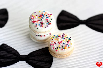 Diamonds for Dessert: Bow Tie Macarons