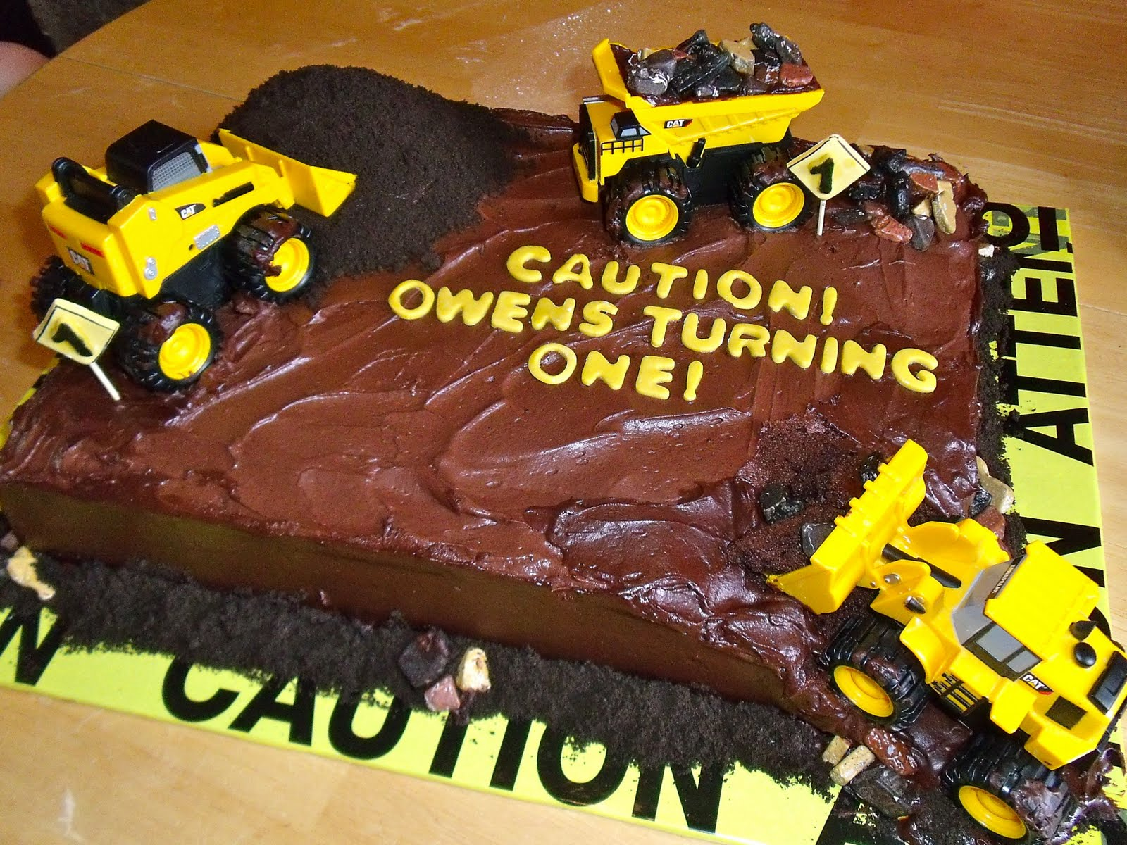 Holly Muffin Construction Site Cake Part 2