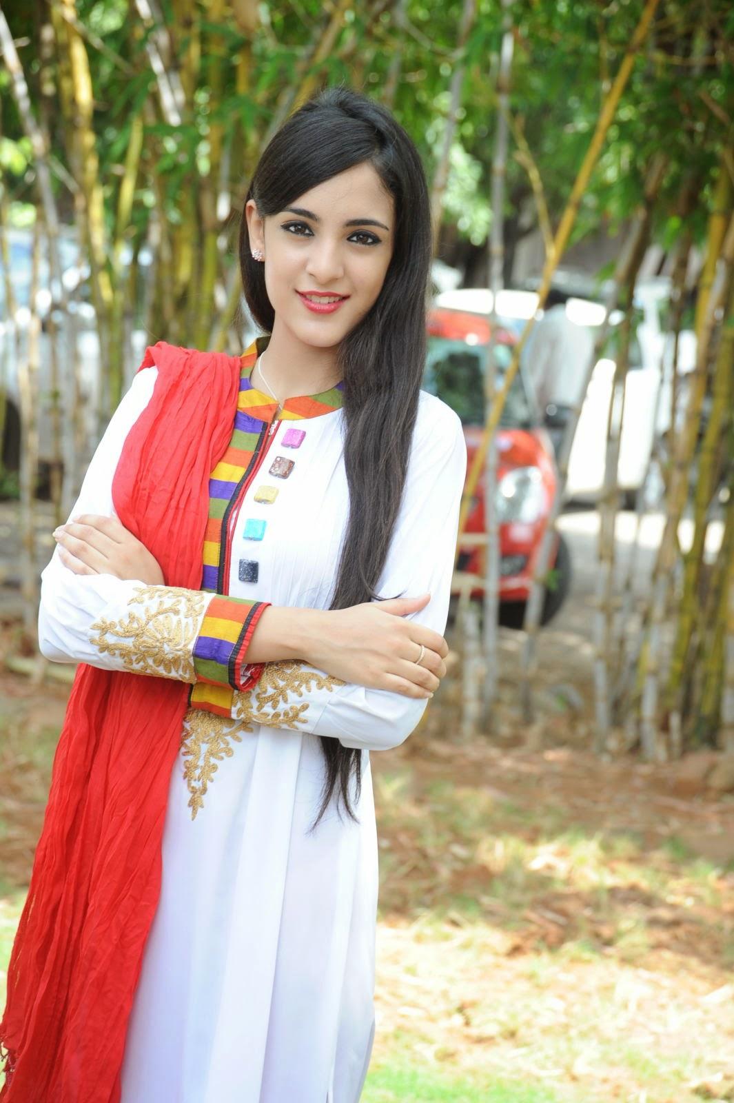 Kanika Kapoor latest photos-HQ-Photo-8
