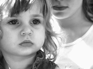 صورة طفلة حزينة 2013 جديدة