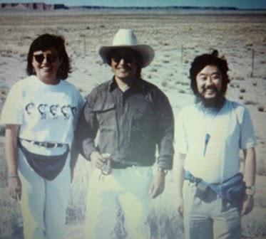 Ông bà Nakai (ở trung tâm): Tôi truyền đạt bằng tiếng Nhật (Acchi, Kocchi và Nanji); xa bên phải là tác giả.