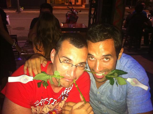 Mike y Antonio celebrando su amistad