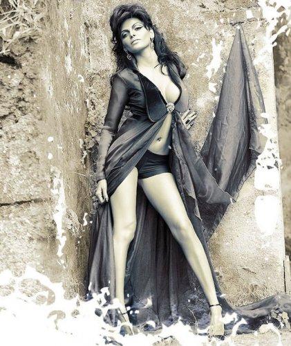 hot-bollywood-actress-sexy-legs