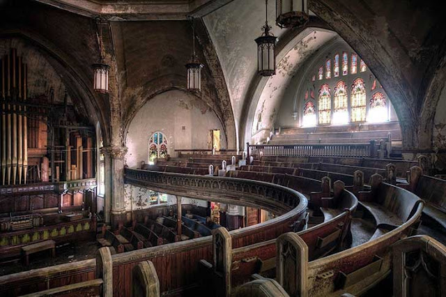 Green Pear Diaries, lugares abandonados, iglesia presbiteriana de Woodward Avenue, Detroit, Michigan, USA