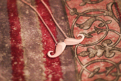 ACCESSOIRE: MOVEMBER IN DECEMBER PRIZMAHFASHION
